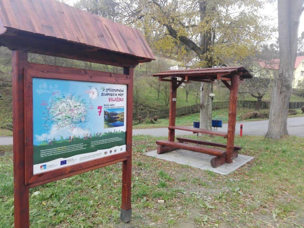 Obr. 5 obnoven mobiliář cyklotras a technická infrastruktura Velká Lhota
